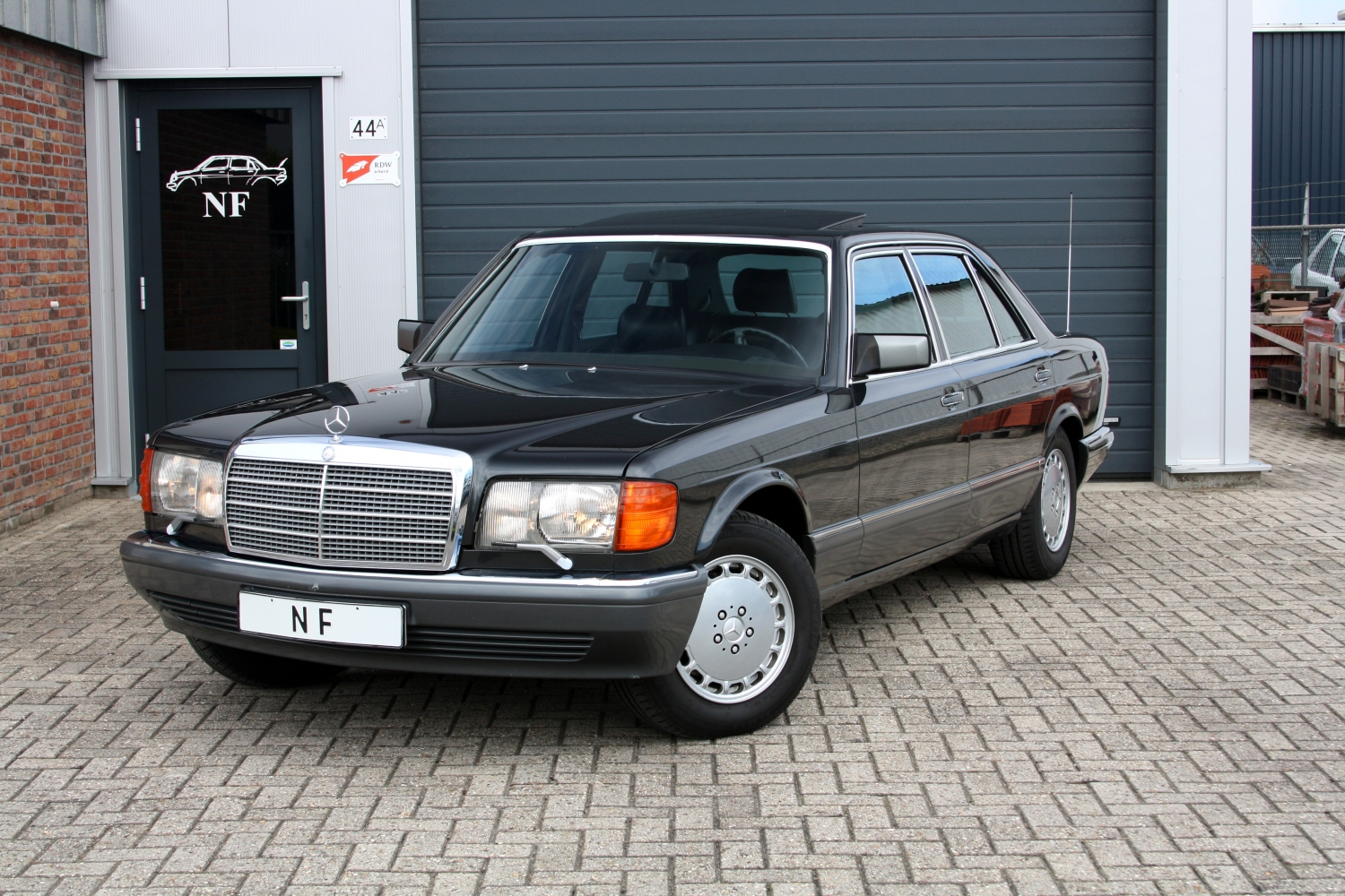 Early V8 Gas Engine Back End Fuel Delivery also goherrmanns moreover Wallpaper 03 together with Classic Mercedes Reviews S Class W126 likewise Wallpapers Mercedes Benz S Klasse W126 1979 91 269051. on benz w126