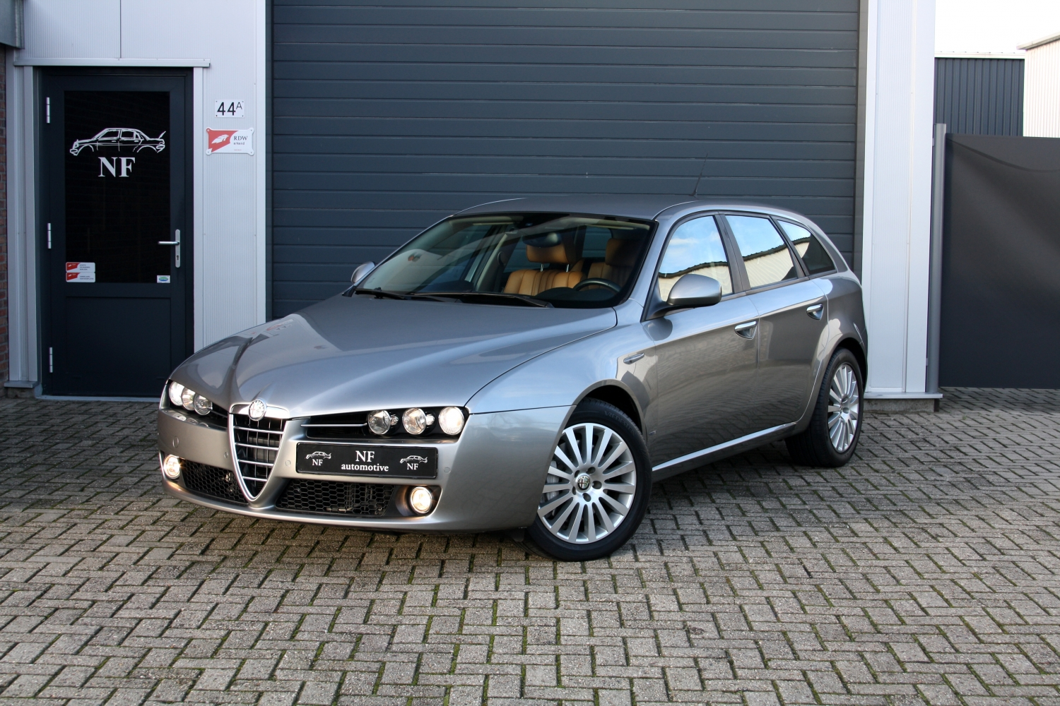 alfa romeo 159 sw 3 2 v6 jts q4 distinctive kopen bij nf automotive. Black Bedroom Furniture Sets. Home Design Ideas