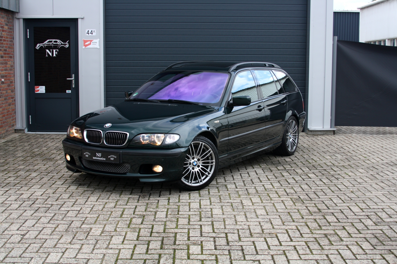 bmw 330i touring e46 m package kopen bij nf automotive. Black Bedroom Furniture Sets. Home Design Ideas